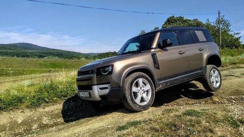 """TEST Land Rover Defender 110 P400: """"Tank"""" do terénu aj na cesty"""