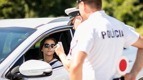 """Polícia si na cesty """"posvieti"""". Dôvodom sú smrteľné nehody"""