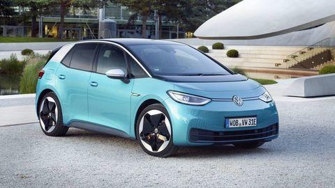 Volkswagen ID. 3 si už preberajú prví zákazníci. Predaj sa rozbehol