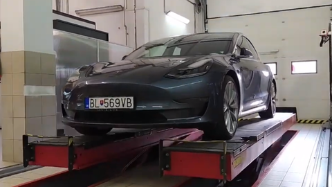 Tesla Model 3 po 100 000 km: Praktické skúsenosti majiteľa