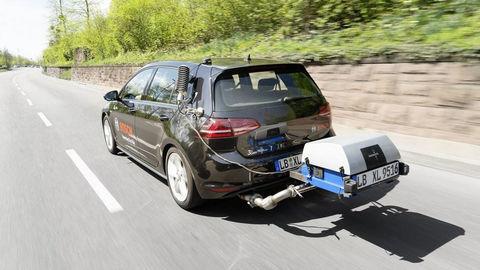 EÚ odhlasovala ešte prísnejšie limity emisií CO2! Ďalšia rana pre automobilový priemysel?