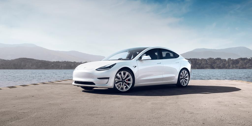 Elektromobily Tesla Model 3 vyrobené v Číne putujú na ...