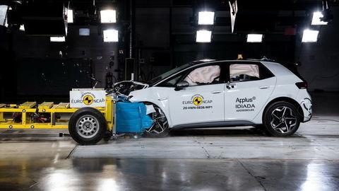 Crash test VW ID. 3: Ako obstála elektrická platforma MEB pri náraze?
