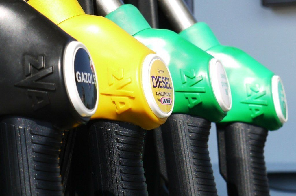 Aké budú ceny benzínu a nafty? V hre je rast aj pokles