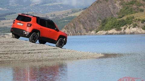 Motoring: za volantom malého Jeepu Renegade a najnovšie trendy v lakoch karosérie