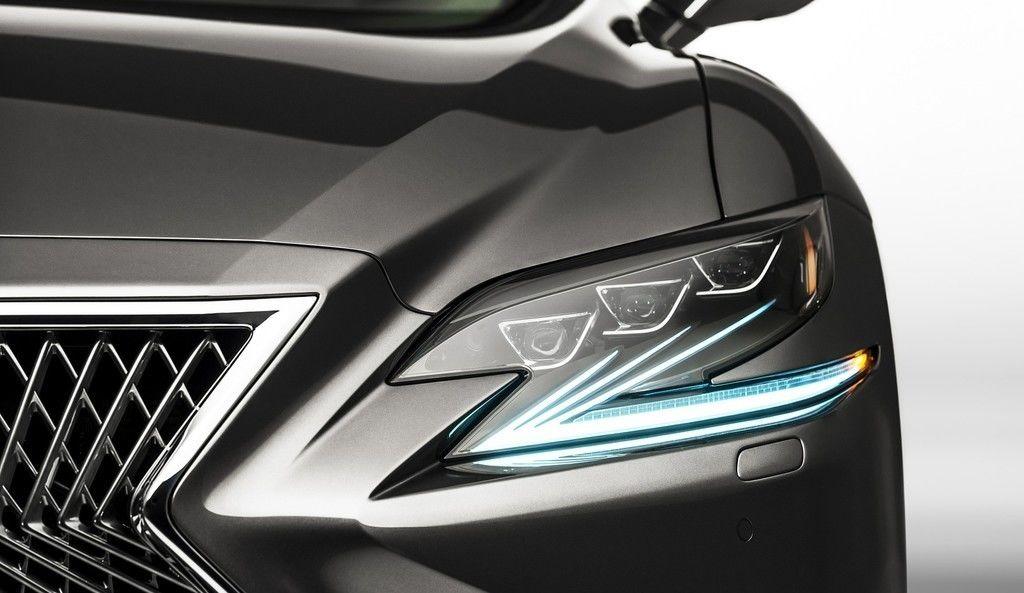 Svetlá áut prešli ohromným vývojom. Od žiaroviek až po adaptívne LEDky