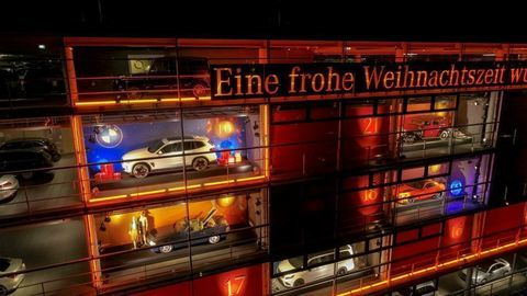 BMW a Mercedes-Benz držia spolu. Odvekí rivali vzájomne vystavujú nové modely