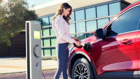 """Elektromobil: Má plug-in hybrid zmysel alebo ide o """"nezmysel""""? (VIDEO)"""