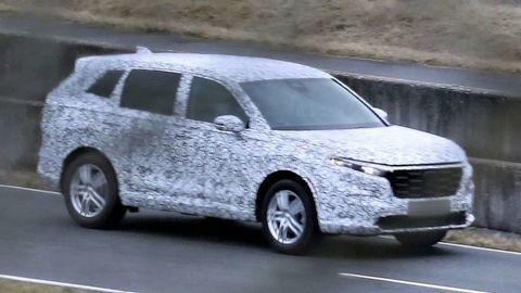 Nová Honda CR-V 2022 už brázdi testovacie trate. Toto o nej zatiaľ vieme