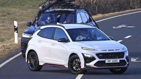 Hyundai Kona N 2021 sa ukázala úplne bez maskovania. Športový crossover už klope na dvere