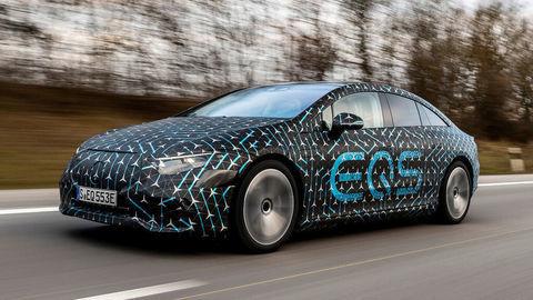 Mercedes dokončil elektrickú vlajkovú loď EQS