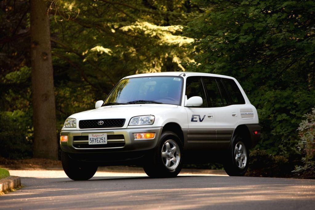 Nezvyčajné modely Toyoty: Prvé elektrické SUV RAV4 EV sa neujalo. Predbehlo dobu