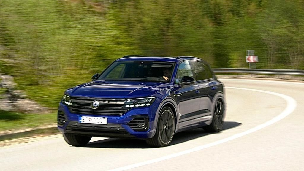 VW Touareg R 2021 test video