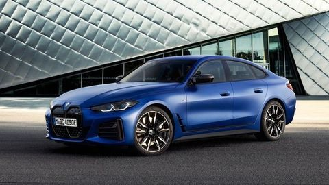 BMW i4 oficiálne: Výkon až 400 kW, dojazd 590 km a zaujímavý vzhľad. Je toto nový kráľ elektromobilov strednej triedy?