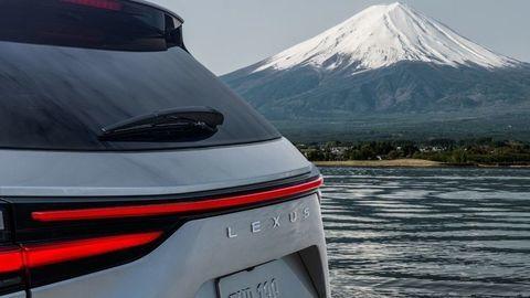 Nový Lexus NX už klope na dvere. Predstavia ho 12. júna 2021