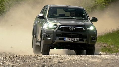 VIDEOTEST Toyota Hilux 2.8 D-4D 2021: Motor z Land Cruisera a viac výbavy