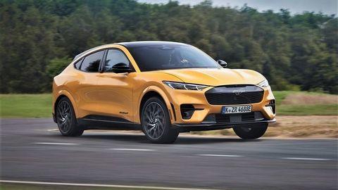 """Historicky najlepšie zrýchľujúcim """"európskym"""" päťmiestnym Fordom je divoký Mustang Mach-E GT!"""