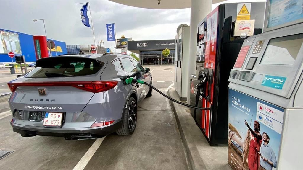 cena benzinu a nafty august 2021