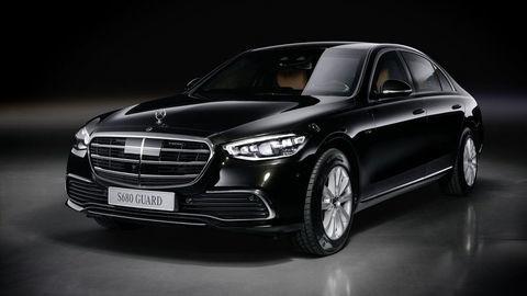 """Mercedes predstavil svoj """"tank na kolesách"""", pancierovú Triedu S GUARD s novou koncepciou ochrany"""
