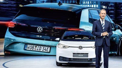 Šéf Volkswagenu predpovedá, že automobilky budú s nedostatkom čipov zápasiť roky