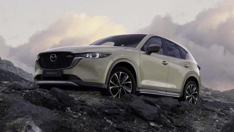 Faceliftovaná Mazda CX-5 2022 prichádza s decentnými vylepšeniami vzhľadu a novými verziami