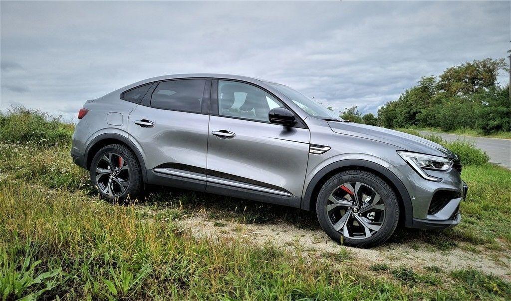 """TEST Renault Arkana 1.6 E-Tech: Zaujme aj """"klasikov"""". Je lepšou voľbou ako s motorom 1.3 TCe?"""
