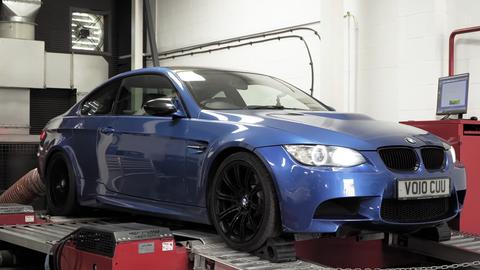 Meranie výkonu BMW M3 E92 po nájazde 244 tisíc km ukázalo dôležitosť kondície zapaľovacích sviečok