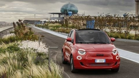 Fiat otvára nové múzeum ana potreby budúcnosti upozorňuje edíciou (500)RED