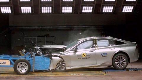 Vodíková Toyota Mirai prešla nárazovými testami. A takto dopadla (VIDEO)
