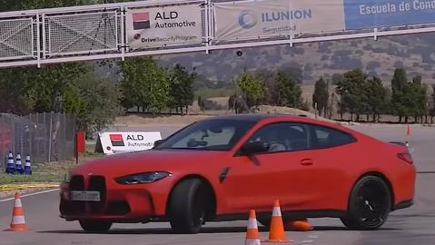 BMW M4 malo v losom teste problémy. Prekvapilo výraznou pretáčavosťou (VIDEO)
