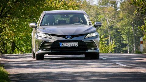 VIDEOTEST Toyota Camry Hybrid 2021 facelift: Nový predok a viac výbavy a bezpečnosti
