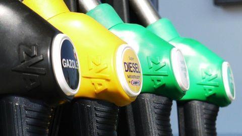 Benzín je v súčasnosti za posledných sedem rokov najdrahší. Na vrchole cien ešte nie sme