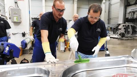 Repríza Motoring: ako sme si privoňali k manuálnej práci vo fabrike Hyundai