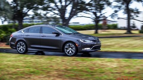 Chrysler 200 odpája kardan, aby znížil spotrebu paliva