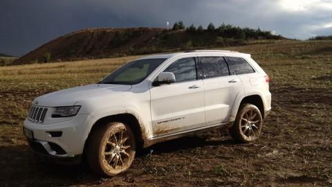 Motoring: Ťaháky autosalónu v Detroite a Jeep Grand Cherokee vykúpaný v blate