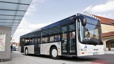 106 mestských autobusov mieri do Budapešti