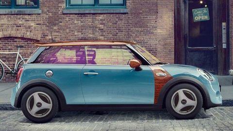Automobilky sa na prvého apríla predháňajú, ktorá bude originálnejšia