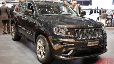 """Jeep Grand Cherokee SRT8 na Nordschleife - rodinný kočiar dal """"zelené peklo"""" za 8:49!"""