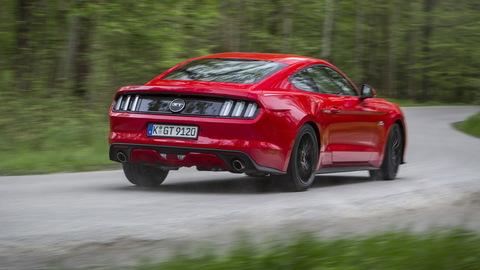 Motoring: Testujeme popovú ikonu medzi autami so základným aj V8 motorom