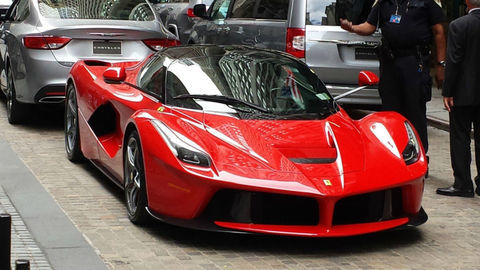 Fiat zarobil vstupom Ferrari na burzu takmer miliardu dolárov