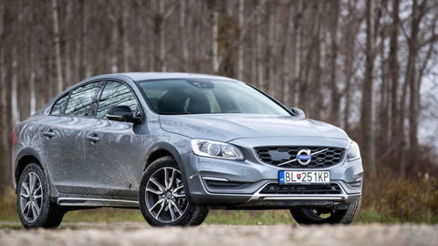 Volvo S60 Cross Country T5: Exot na vysokej nohe