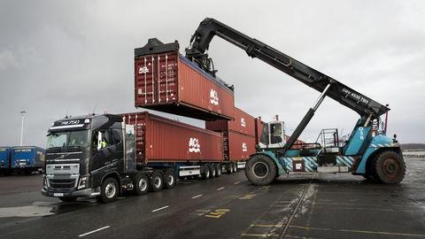 Volvo FH16 verzus 750 ton