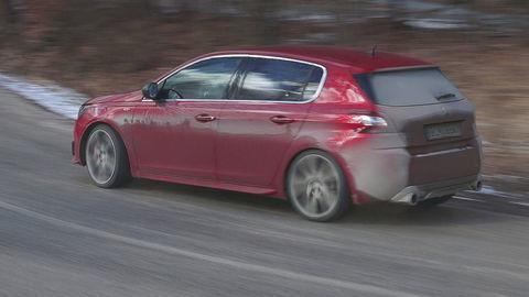 Motoring: Mazda6 s pohonom 4x4 a Peugeot 308 GTi v rukách rely jazdca