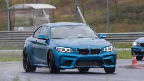 BMW M2: Ródeo na vode
