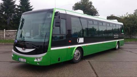 V Bratislave testujú elektrobus, ľudí vozí zadarmo