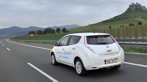 Štát prispieva na nákup elektromobilov a hybridov. Otázky a odpovede