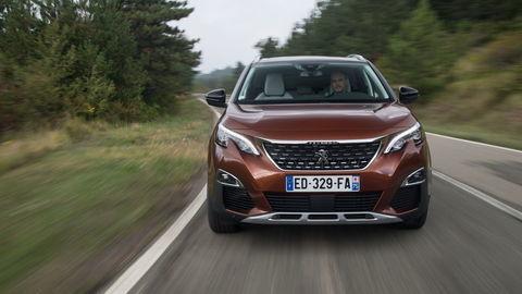 Motoring: Oplatí sa hybridný Mitsubishi Outlander a aký je Peugeot 3008?