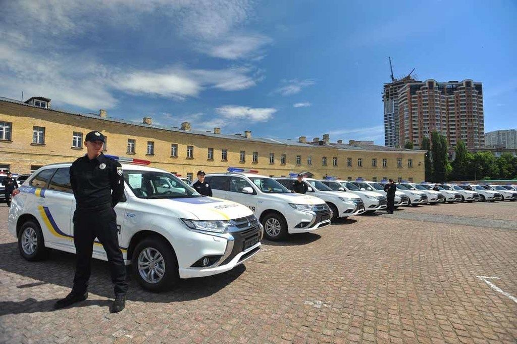 Content mitsubishi motors corporation delivers 635 outlander phev for ukrainian police20170526 1