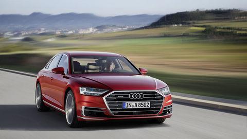 Motoring: Technologická nálož Audi A8, Mustang Convertible V8 a pojazdný hotel California