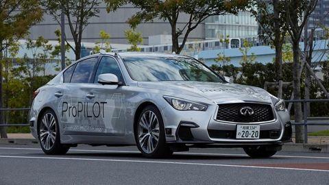 Nissan skúša vTokiu plne autonómne auto